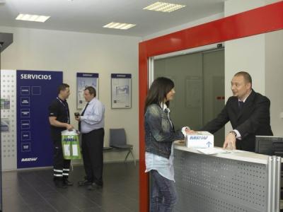 mrw ofrece sus 600 oficinas como puntos de recogida de