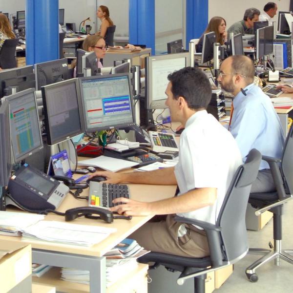 Los empleados del sector p blico tienen salarios m s for Oficina de empleo hellin