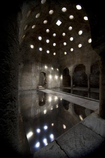 Juego De Baño Antiguo: agua y la luz de los antiguos baños árabes a los pies de la Alhambra