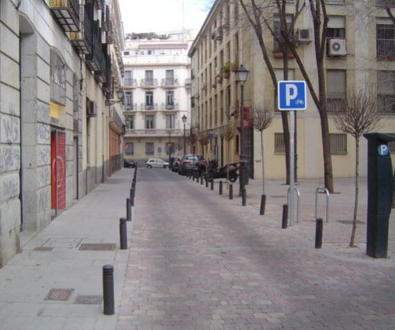 Rea de rehabilitaci n de la calle hortaleza y aleda os - Mobiliario urbano madrid ...