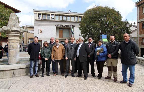 En marcha la rehabilitaci n de una plaza en pelayos y del - Pavimarsa navas del rey ...