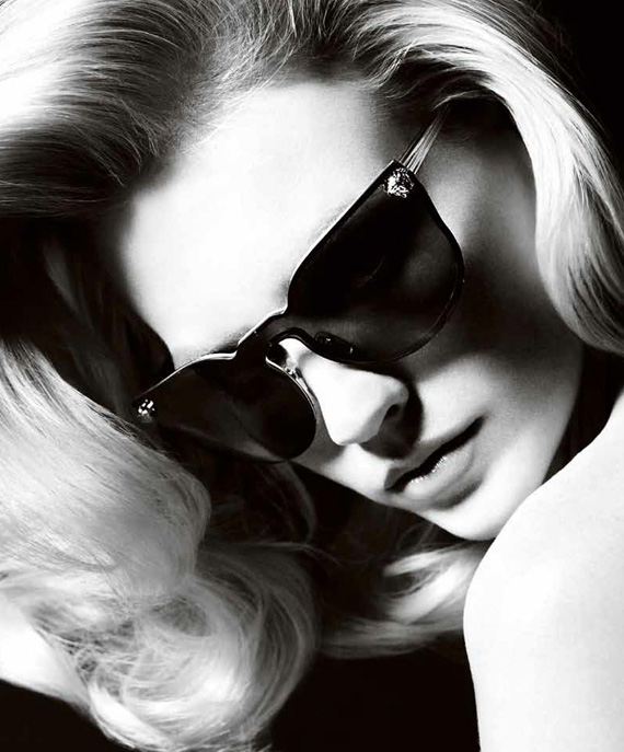 january jones versace ss11 ad 01 Versace lanza su l�nea de gafas January J.