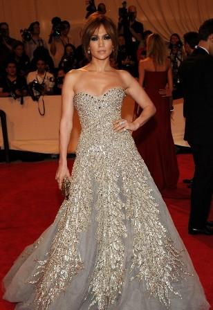 dña. letizia elige un vestido muy hollywood , de felipe varela, para
