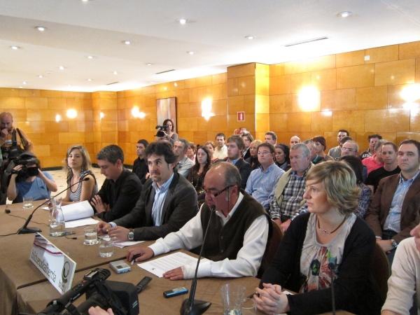 Respuesta de los ayuntamientos de Bildu a la Ley de Símbolos Bono-impide-bildu-rueda-prensa-congreso_1_695117