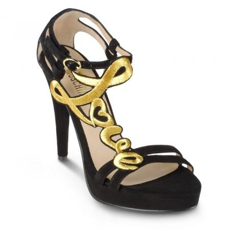 Bolsos y zapatos de Moschino