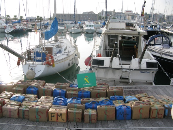 Incautan tres toneladas de hach s escondidos en un barco - Puerto burriana ...