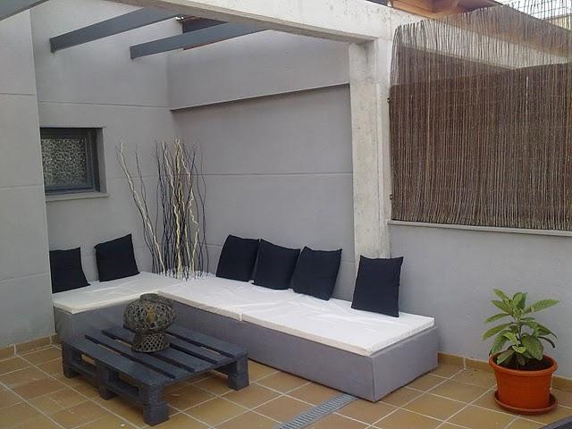 el sofa chill out de palets de david. Black Bedroom Furniture Sets. Home Design Ideas