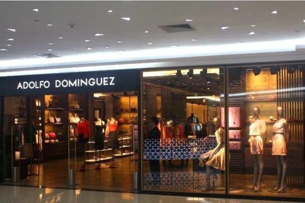 adolfo dom nguez abre dos tiendas en china y una en l bano