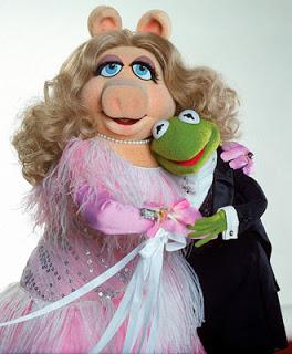 Piden pena de muerte para la rana Gustavo y Peggy por apoyar