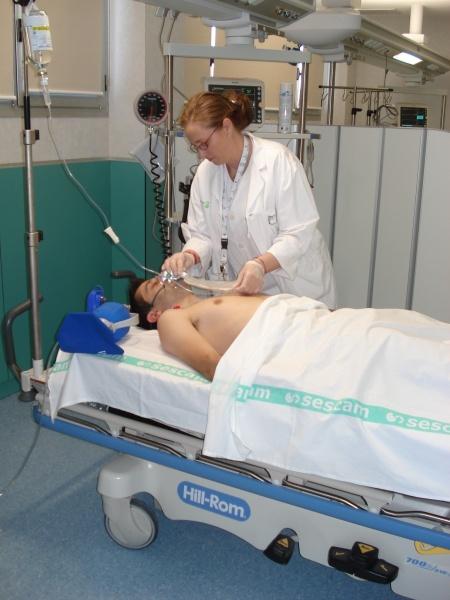 Joven enfermera golpeada por su paciente y médico 7