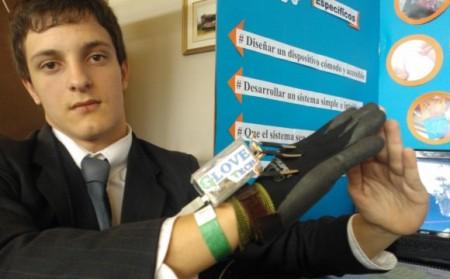 Buendiario- inventan guante que traduce el lenguaje de signos en palabras