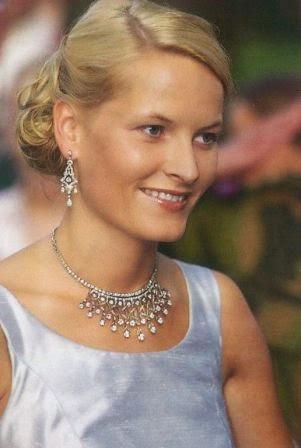 tiara-abanico-casa-real-noruega_6_2118839.jpg