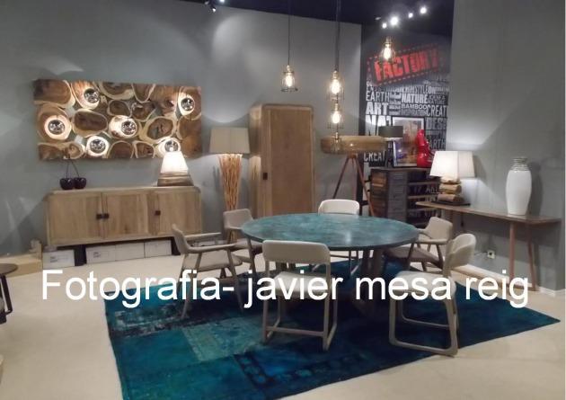 Mueble colonial con troncos naturales exoticos en feria habitat valencia 2015 - Mueble colonial valencia ...