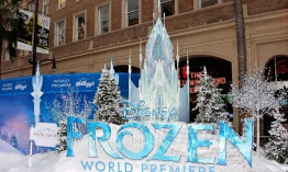 "Juguetes de ""Frozen"" y los parques impulsan beneficios de Disney"