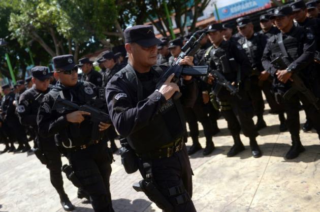 más de un centenar de agentes de la policía nacional civil