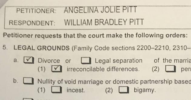 El documento en el que Angelina Jolie le pide el divorcio a Brad Pitt.