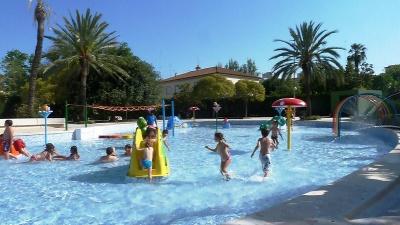 Las piscinas de valencia aumentan el numero de usuarios for Piscina parque benicalap