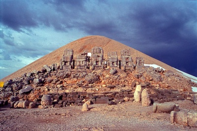 El monte de los Dioses decapitados o caidos: Nemrut Dagi 1291536263
