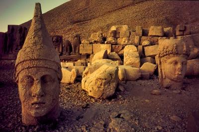 El monte de los Dioses decapitados o caidos: Nemrut Dagi 1291536332