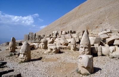 El monte de los Dioses decapitados o caidos: Nemrut Dagi 1291564744